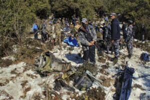Mueren 23 personas tras estrellarse avión en Nepal