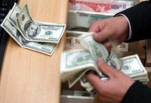 Dólar cerró en 18. 54 pesos