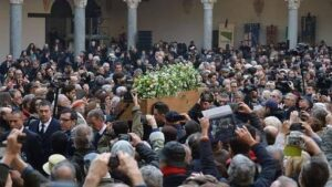 Miles de personas participaron en el funeral de Umberto Eco