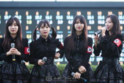 Grupo pop japonés se disfraza de nazis.
