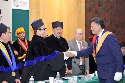 El secretario Gerardo Islas recibe de parte del Claustro Mundial el Honoris Causa por su profunda labor social