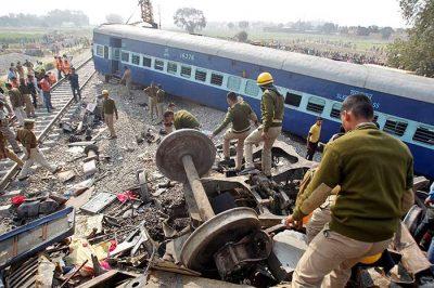 Accidente de tren en India deja más de 100 muertos