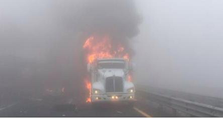 El número de muertos por carambola en la autopista Puebla-Orizaba aumenta a seis