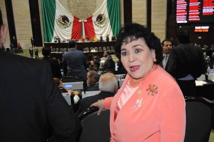 Carmen Salinas: 'El que tenga coche, que lo mantenga, no hay de otra'