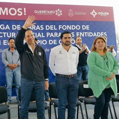 Francisco Domínguez Gobernador de Querétaro entrega obras de Infraestructura Social en Comunidad El Blanco.