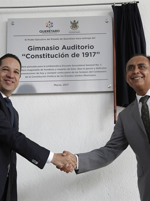 Francisco Domínguez entrega obras en la escuela secundaria general No. 1 Constitución de 1917