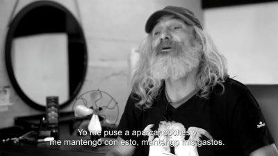 Impresionante cambio de imagen a un hombre sin techo (video)