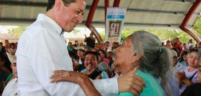Carlos Joaquín: Mientras tú los quieres, las vacunas los protegen; cumplimos con la Semana Binacional de Salud