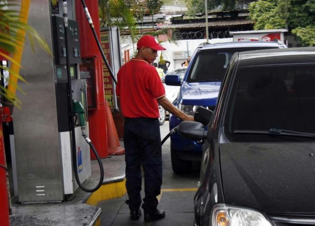 No hay alimentación sobre el interruptor del gas a la gasolina