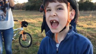 (VÍDEO) Niño con ayuda de un drone se saca el diente