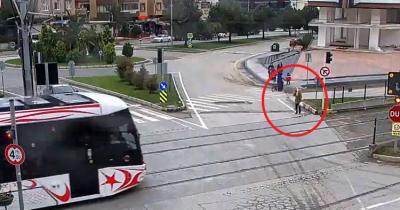 Por esto hay que tener mucho cuidado al cruzar las vías del tren