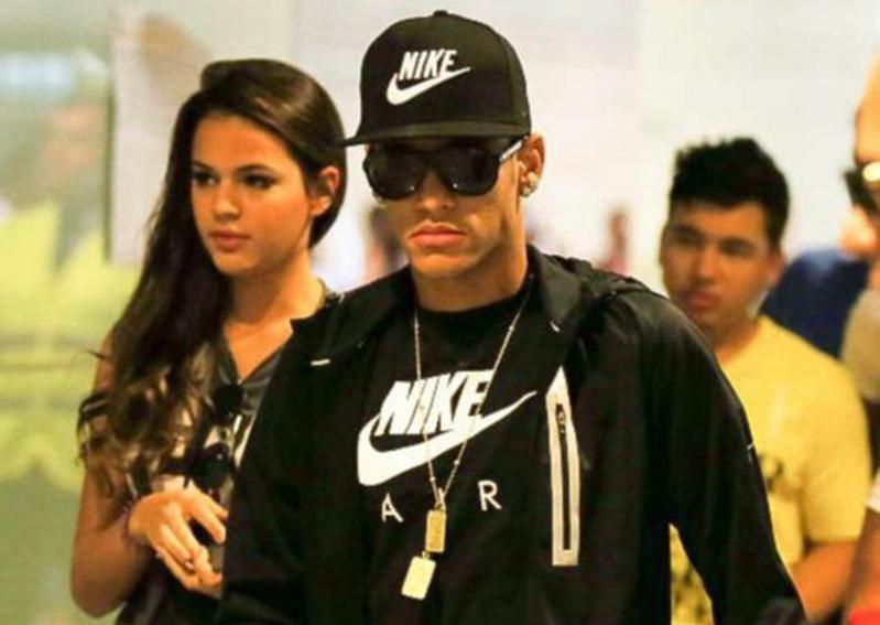 Neymar anuncia final de su relación con Marquezine