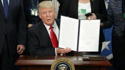 """Trump presenta los prototipos del """"muro"""""""