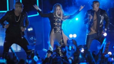 (VIDEO) Jennifer López sube al escenario sin ropa interior
