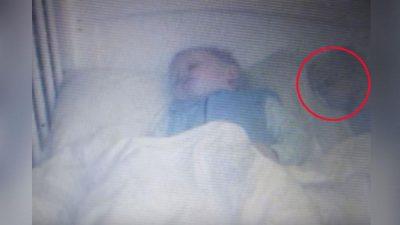 Bebé es acosado por un espectro (VIDEO)