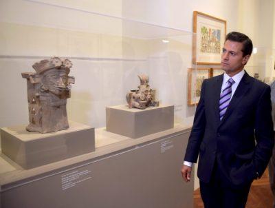 Peña Nieto va por primera vez a un museo, se estrena en Bellas Artes (Fotos)