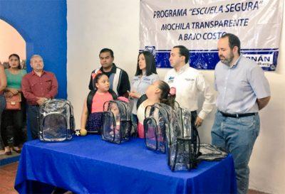 Diputado ofrece mochilas 'transparentes' para combatir la delincuencia