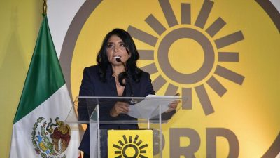 Alejandra Barrales pide que su sustituto sea elegido por acuerdo