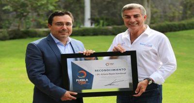 Doctor mexicano, Arturo Reyes, es reconocido por la vacuna contra el Zika