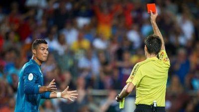 Cristiano Ronaldo piede la cabeza y empuja a silbate tras expulsión (Video)