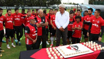 Atlas celebró con pastel sus 101 años de existencia