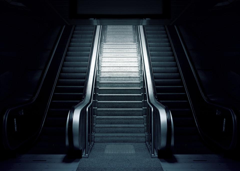 Niño pierde mano en escalera eléctrica del metro de la CDMX