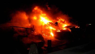 Un yate se incendió en un muelle de Puerto Cancún