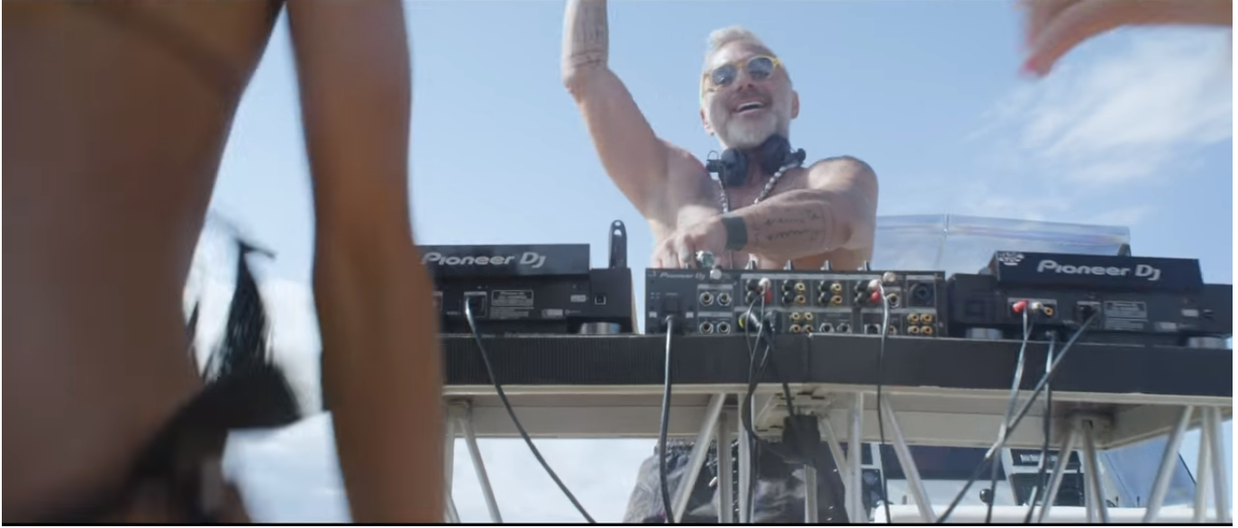 "Gianluca Vacchi el ""Sugar Daddy"" más popular de Internet lanza su primer video como DJ"