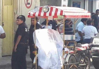 Insólito hombre conducía mototaxi con un muerto como pasajero