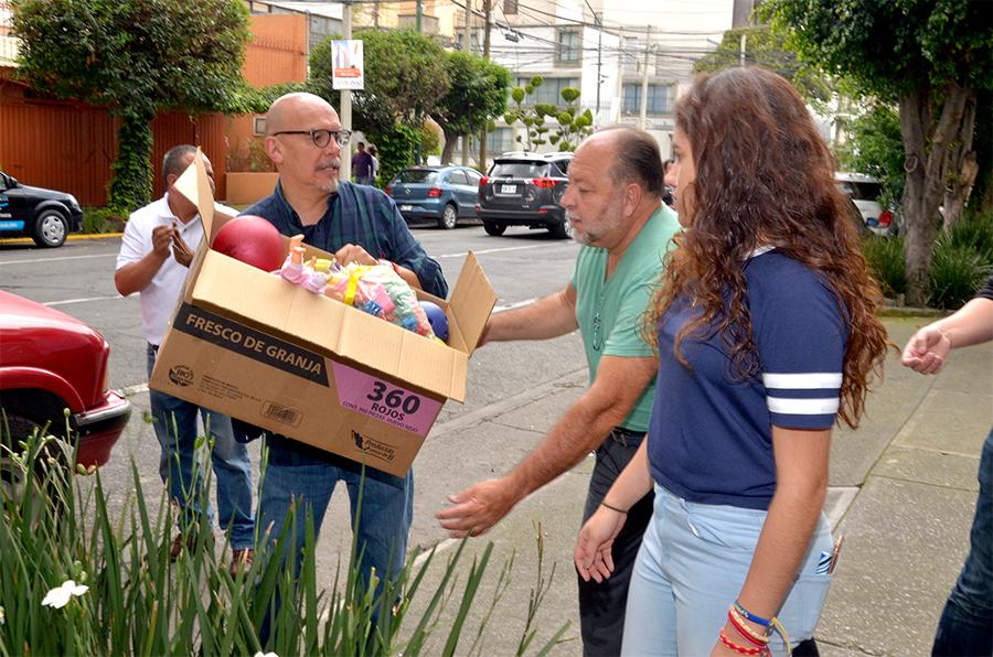 Mauricio Castillo encabeza centro de acopio de juguetes para niños damnificados