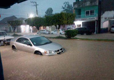 Intensas lluvias provocan el desbordamiento de un río en Chiapas (VIDEO)