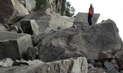 ¡Les cae roca de 7 toneladas y viven para contarlo!