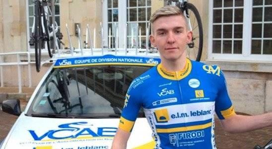 Ciclista pierde la vida tras chocar con ambulancia en plena competencia