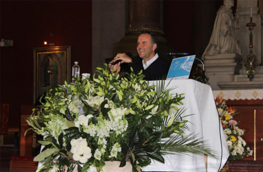 El comunicador Esteban Arce defiende a la familia tradicional gracias a la aparición de la Virgen María