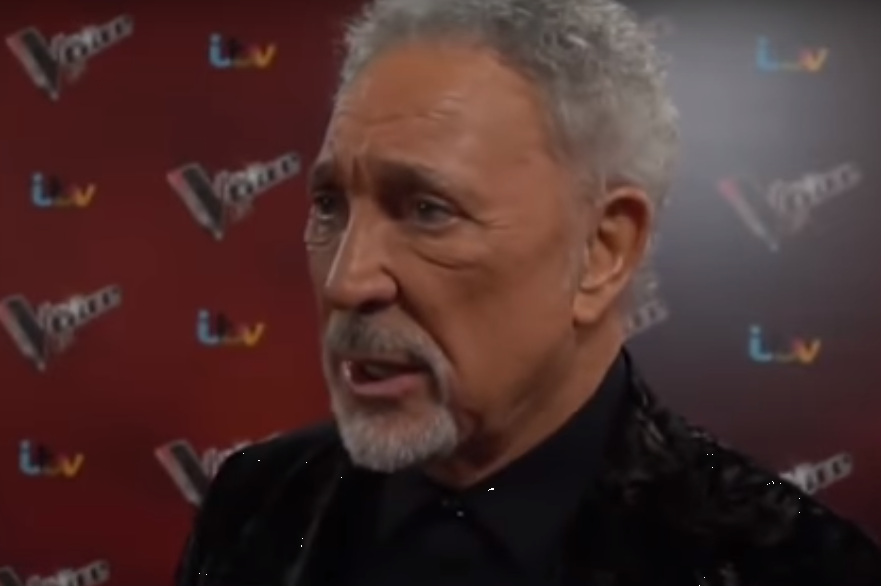 El cantante, Tom Jones, revela que sufrió acoso sexual (VIDEO)