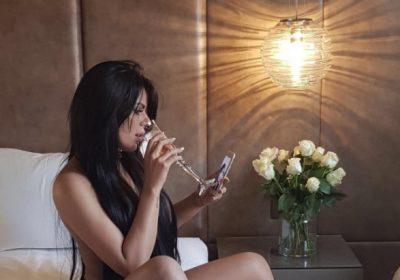 Suzy Cortez muestra sus apretadas posaderas para Instagram