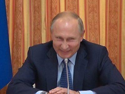 Putin no contiene la risa y se ríe de uno de sus ministros (VÍDEO)