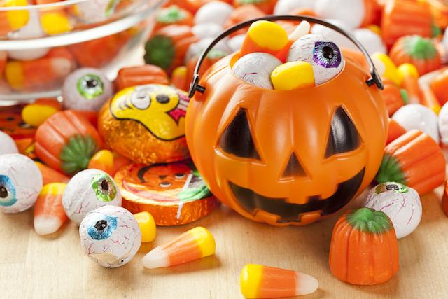 Autoridades alertan sobre la distribución de dulces con marihuana en Halloween