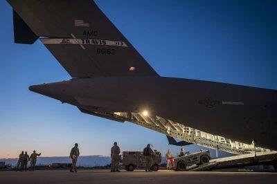 ¿Posible guerra? Trump convoca a pilotos retirados
