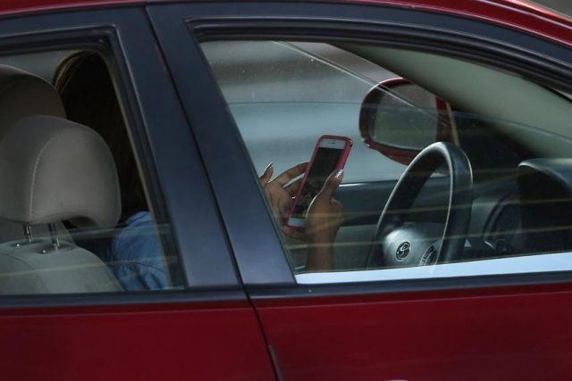 Pareja estrella su automóvil mientras tenían relaciones sexuales
