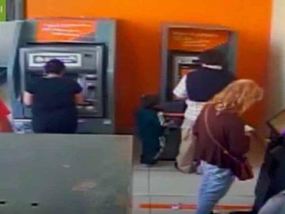 Niño roba cajero automático en cuestión de segundos (VIDEO)