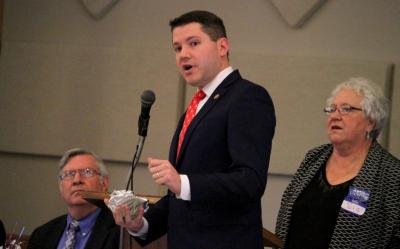 Politico anti-gay renuncia luego de ser cachado teniendo relaciones ¡Con un hombre! (VÍDEO)