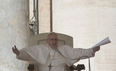 """El Papa Francisco confiesa que cuando ora """"a veces se queda dormido"""""""