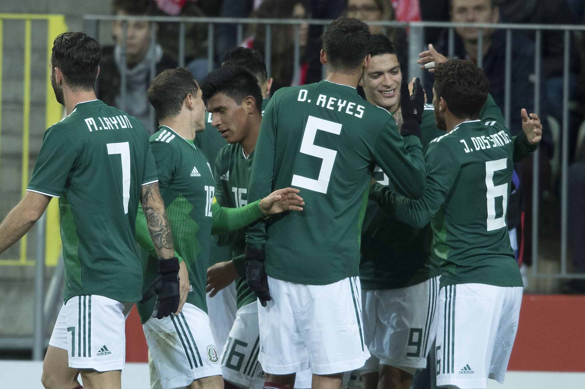 México vence a Polonia con gol de Raúl Jiménez (VIDEO)