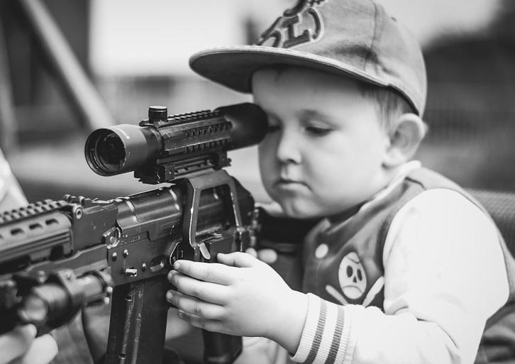 Niños menores de 10 años podrán usar sus propias armas