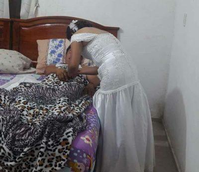¡Enfermera deja su boda por atender a un paciente!