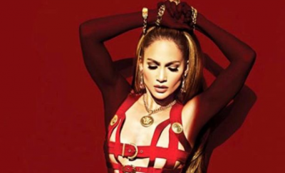Jennifer Lopez casi muestra sus partes íntimas con explícito vestuario (FOTO)