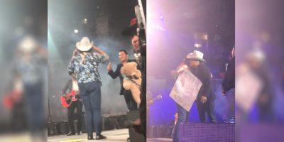 Fan le pide matrimonio a Julión Álvarez en pleno concierto (VIDEO)