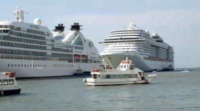 A nada de una tragedia en Cozumel; barco naufraga con 95 turistas