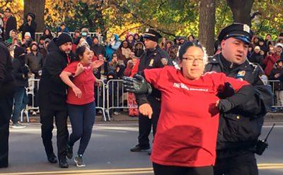 Migrantes interrumpen desfile de 'Acción de Gracias' en Nueva York